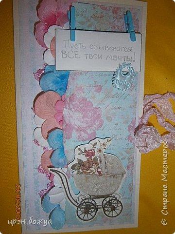 Вот такой денежный конвертик был сделан мною для сотрудницы которая собирается в декрет. Отдел скинулся на пеленки и решили вложить в красивый конверт. Так как я не знала кого ждет сотрудница, сделала конверт в розово-голубых тонах. В конечном варианте одну прищепку заменила на розовую. фото 8