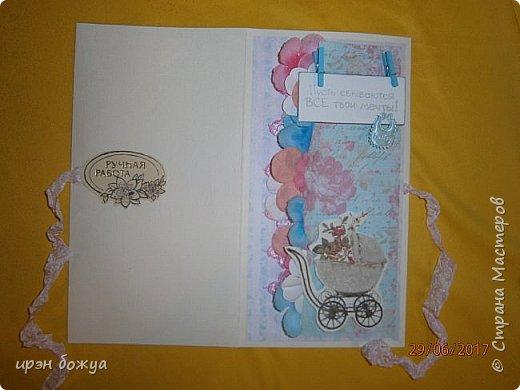 Вот такой денежный конвертик был сделан мною для сотрудницы которая собирается в декрет. Отдел скинулся на пеленки и решили вложить в красивый конверт. Так как я не знала кого ждет сотрудница, сделала конверт в розово-голубых тонах. В конечном варианте одну прищепку заменила на розовую. фото 2