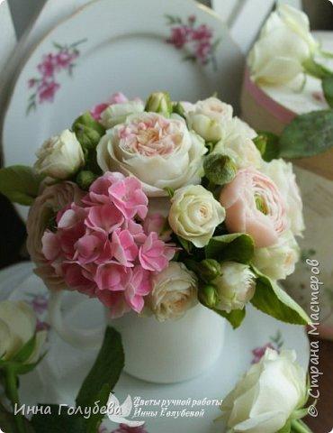Нежный,воздушный букет из холодного фарфора в стиле шебби- шик. В составе композиции: английские розы,ранункулюсы,кустовые розы,гортензия. Диаметр- 18-19 см,высота- 16 см. Выполнен на заказ.  фото 6