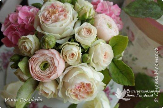 Нежный,воздушный букет из холодного фарфора в стиле шебби- шик. В составе композиции: английские розы,ранункулюсы,кустовые розы,гортензия. Диаметр- 18-19 см,высота- 16 см. Выполнен на заказ.  фото 2
