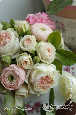 Нежный,воздушный букет из холодного фарфора в стиле шебби- шик. В составе композиции: английские розы,ранункулюсы,кустовые розы,гортензия. Диаметр- 18-19 см,высота- 16 см. Выполнен на заказ.  фото 7