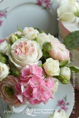 Нежный,воздушный букет из холодного фарфора в стиле шебби- шик. В составе композиции: английские розы,ранункулюсы,кустовые розы,гортензия. Диаметр- 18-19 см,высота- 16 см. Выполнен на заказ.  фото 4
