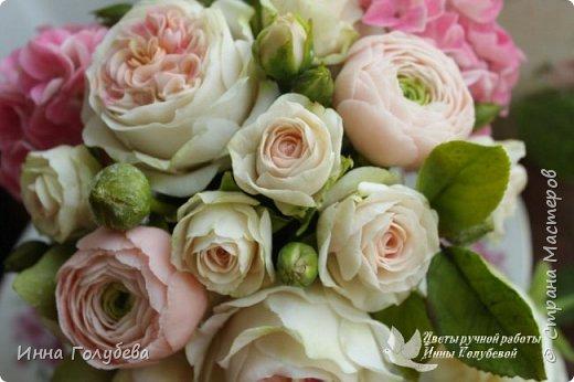 Нежный,воздушный букет из холодного фарфора в стиле шебби- шик. В составе композиции: английские розы,ранункулюсы,кустовые розы,гортензия. Диаметр- 18-19 см,высота- 16 см. Выполнен на заказ.  фото 5