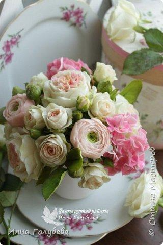 Нежный,воздушный букет из холодного фарфора в стиле шебби- шик. В составе композиции: английские розы,ранункулюсы,кустовые розы,гортензия. Диаметр- 18-19 см,высота- 16 см. Выполнен на заказ.  фото 15