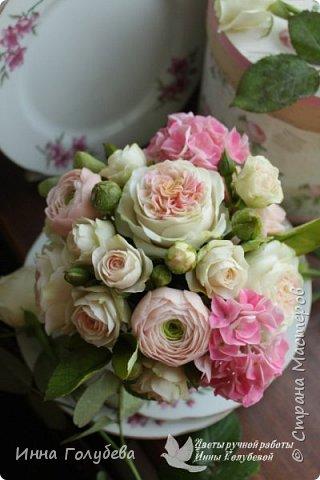 Нежный,воздушный букет из холодного фарфора в стиле шебби- шик. В составе композиции: английские розы,ранункулюсы,кустовые розы,гортензия. Диаметр- 18-19 см,высота- 16 см. Выполнен на заказ.  фото 14