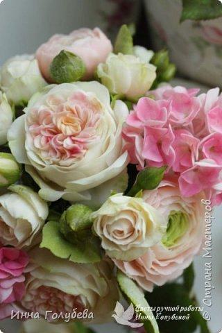 Нежный,воздушный букет из холодного фарфора в стиле шебби- шик. В составе композиции: английские розы,ранункулюсы,кустовые розы,гортензия. Диаметр- 18-19 см,высота- 16 см. Выполнен на заказ.  фото 13