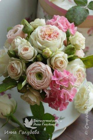 Нежный,воздушный букет из холодного фарфора в стиле шебби- шик. В составе композиции: английские розы,ранункулюсы,кустовые розы,гортензия. Диаметр- 18-19 см,высота- 16 см. Выполнен на заказ.  фото 3