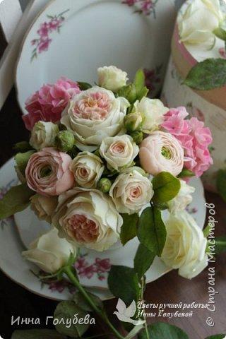Нежный,воздушный букет из холодного фарфора в стиле шебби- шик. В составе композиции: английские розы,ранункулюсы,кустовые розы,гортензия. Диаметр- 18-19 см,высота- 16 см. Выполнен на заказ.  фото 1