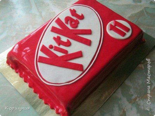Всем привет.Показываю мой торт(бисквит),может кому-нибудь понравится и пригодится идея оформления.Для украшения торта использовала мастику на сгущенке. фото 5