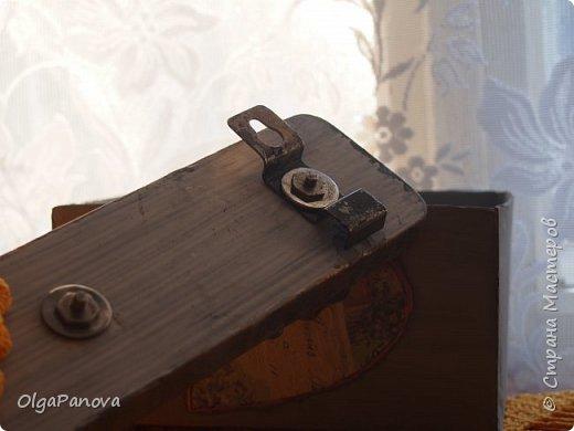 Попалась старая вешалка с интересным креплением и крючками. Чуть поколдовала и вуаля....!!! Может еще добавить деталюшек? фото 4