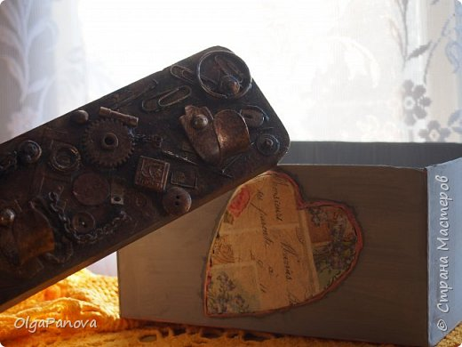 Попалась старая вешалка с интересным креплением и крючками. Чуть поколдовала и вуаля....!!! Может еще добавить деталюшек? фото 5