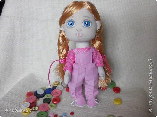 Здравствуйте, жители страны! В своих блогах я хочу показать как приобретается опыт с каждой последующей куклой. У меня их уже пятнадцать, а развиваться дальше можно бесконечно! Моя пятая кукла Маша. Рост тот же- 21 см.
