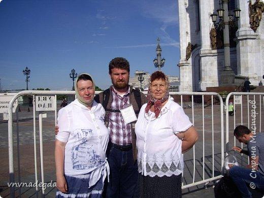 Хочу поделиться большой радостью, которая случилась совсем недавно! 20 июня произошло незабываемое событие для меня и моих близких -  встреча с любимым святым Угодником Божьим Николаем! С Божьей помощью мы с мужем, дочкой и тетушкой паломничали в Москву, чтобы поклониться  мощам святителя Николая. фото 9