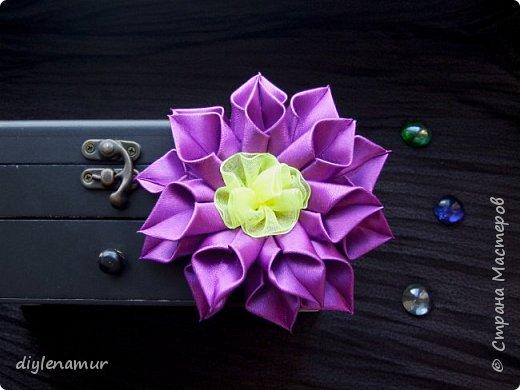 Делаем атласный цветок канзаши с серединкой из органзы. Видео мастер-класс