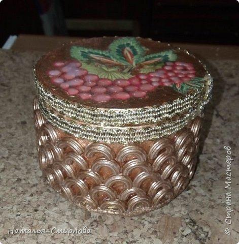 Решила попробовать сделать шкатулки из бобин от скотча, чего добру-то пропадать )))) фото 11