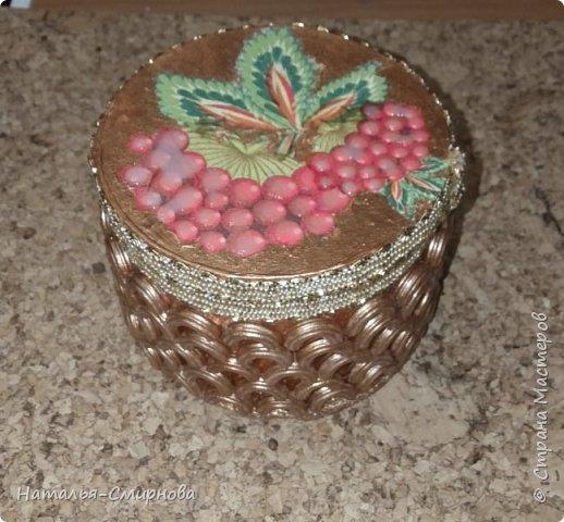 Решила попробовать сделать шкатулки из бобин от скотча, чего добру-то пропадать )))) фото 13