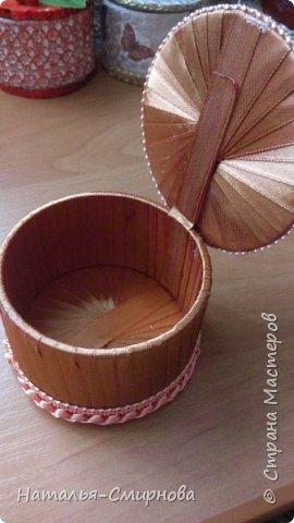 Решила попробовать сделать шкатулки из бобин от скотча, чего добру-то пропадать )))) фото 3