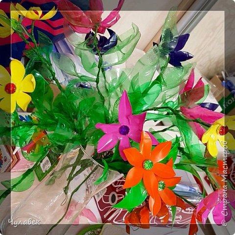 Вот такие цветочки сотворились у меня из пластиковых бутылок  фото 5