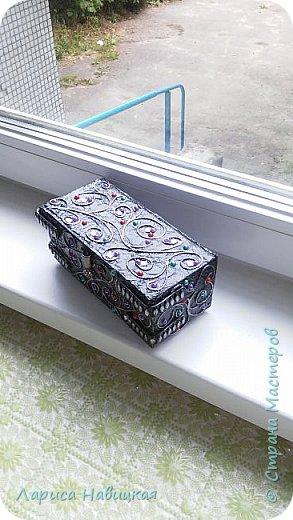 Шкатулочка из картонной коробочки. Купила внучке обувь,а подарила без коробочки,заныкала называется))))) Хотела сделать просто коробочку для прищепок,а то в пакетике лежат,неудобно. Сделала,посмотрела,пожалела для прищепок,поставила на полочку,прищепки опять в пакетике)))) фото 7