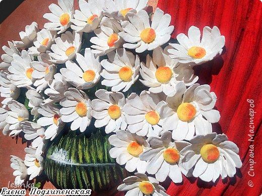Всем доброго и хорошоего дня! Сегодня я к вам с ромашками и летом в вазочке. Работа А4 выполнена из соленого теста и расписана гуашью.  фото 2