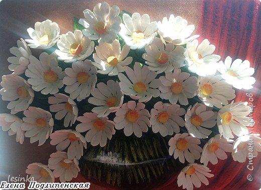 Всем доброго и хорошоего дня! Сегодня я к вам с ромашками и летом в вазочке. Работа А4 выполнена из соленого теста и расписана гуашью.  фото 4