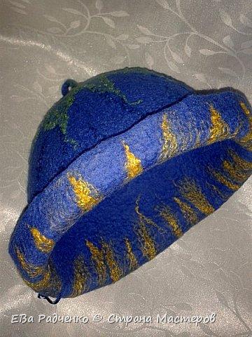 """Шапочка для парилки сваляна из натуральной овечьей шерсти.  Для украшения использована техника """"шерстяная акварель"""".  Получился индивидуальный ,неповторимый и креативный подарок на День Рождения для любительницы парилки! фото 3"""