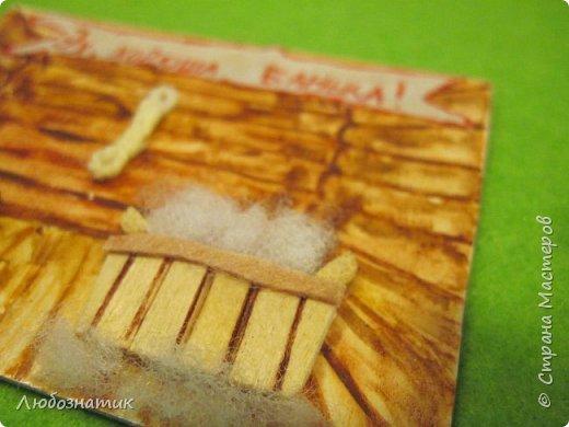 """Добрый вечер мои дорогие!  Вот и я, насмотревшись, как моя дочка носиться с карточками, тоже решилась...   Представляю вам свои первые АТС карточки """"Баня"""" Внутреннее убранство бани нарисовала, шторка-салфетка, палочки из под мороженого, палочки для суши, синтепон - мыльная пена, из фетра -  веник, банная шапка, мочалка - пряжа, надпись на ткани (бязь) акриловыми красками  фото 6"""