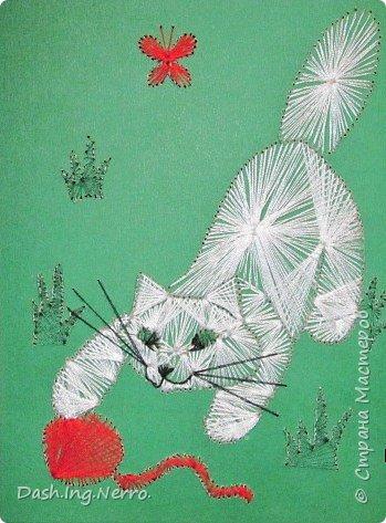 """""""Собачка играет с бабочкой"""". Изонить. Вышивка цветными нитями на картоне. По мотивам картины в технике изонить с изображением собачки. Я нашла её в Интернете. Мне до того понравилась эта прелестная собачка, что я очень захотела вышить для моей бабушки в подарок такую же картину с этой собачкой. С отличиями от оригинала. Моя бабочка красного цвета, а на оригинальной картине бабочка вышита голубыми и синими нитями. Я вышивала эту собачку летом в июне 2012 года. В этом году летом 2017 года я её поменяла.    фото 3"""
