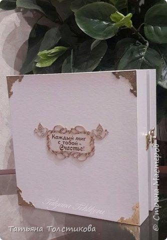 Сегодня тема моего блога: предстоящая годовщина нашей свадьбы, которая состоится в октябре этого года. Нам 15 лет и поэтому случаю решила я сделать нам такой подарок, поместив нашу любимую фотографию вот в такую рамку, украсив это торжество квиллингом. фото 3