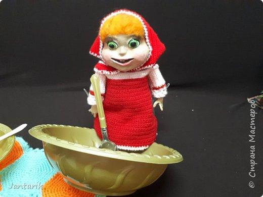 Здравствуйте всем!!!! Долго я не появлялась здесь-много всякого было.....Но вот моя новая сказка ! Куклы сделаны в разных техниках:мама Медведица и маленький Мишка-вязанные куклы,папа Медведь- сделан из пароллона,потом весь обвязан и покрашен акриловыми красками.Маша-каркасная кукла,она может ходить,одежда вязанная,голова из папье-маше и покрашена акриловыми красками.Домик-пароллоновый,с разными добавками. фото 6