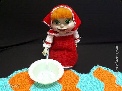 Здравствуйте всем!!!! Долго я не появлялась здесь-много всякого было.....Но вот моя новая сказка ! Куклы сделаны в разных техниках:мама Медведица и маленький Мишка-вязанные куклы,папа Медведь- сделан из пароллона,потом весь обвязан и покрашен акриловыми красками.Маша-каркасная кукла,она может ходить,одежда вязанная,голова из папье-маше и покрашена акриловыми красками.Домик-пароллоновый,с разными добавками. фото 8