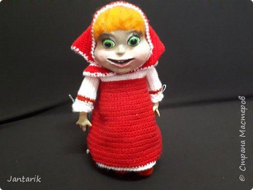 Здравствуйте всем!!!! Долго я не появлялась здесь-много всякого было.....Но вот моя новая сказка ! Куклы сделаны в разных техниках:мама Медведица и маленький Мишка-вязанные куклы,папа Медведь- сделан из пароллона,потом весь обвязан и покрашен акриловыми красками.Маша-каркасная кукла,она может ходить,одежда вязанная,голова из папье-маше и покрашена акриловыми красками.Домик-пароллоновый,с разными добавками. фото 9