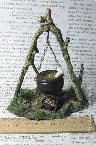Ветки - из проволоки, обтянутой папье-маше; камни - из полимерки; трава - растительное волокно (для фелтинга). Вяленый кролик - из полимерки, на лапках - флок. фото 2