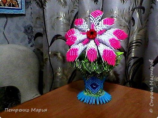 цветочек в вазочке