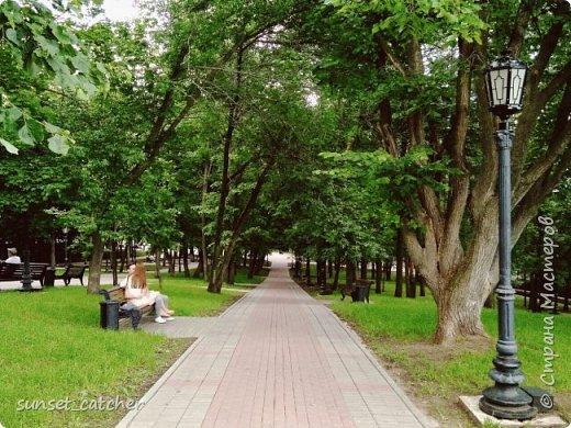 Если вы окажетесь в Уфе проездом или приедете погостить, прогуливаясь по центру, предлагаю вам свернуть немного в сторону, пройти мимо парка Матросова с красивыми фонтанами и прогуляться до реки Белой.  Прогулка эта начнется с очень уютной аллеи с ласковым названием Софьюшкина. фото 7