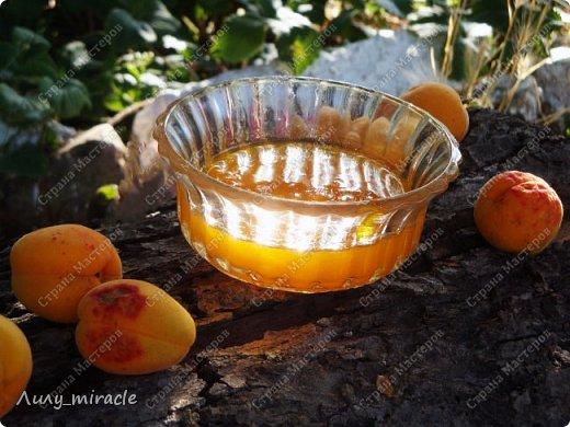 В последнее время наша семья полюбила абрикосовое варенье. В этом году решила поэкспериментировать со вкусами. Идея с апельсинами принадлежит моему мужу. Да, идея не авторская, но тем-не-менее. Результат нас впечатлил - очень ароматное, оригинальное сочетание вкусов.  Любителям апельсинов и абрикосов посвящается :) фото 9
