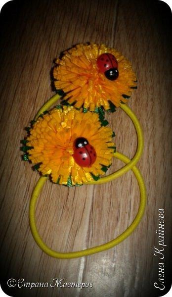 Хотите лета? Предлагаю вам вместе со мной сделать вот такие одуванчики - спутники одного из самых любимых сезонов года. Эти цветы из ленточек всегда получаются. Так что разочарований не будет! Мне даже кажется, что у тех кто впервые занялся техникой канзаши - это тот цветок обязательно получится!  фото 12