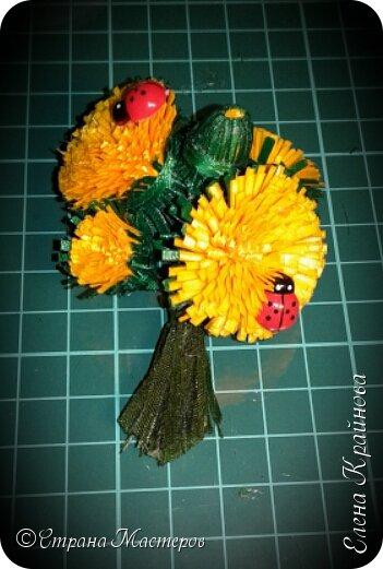 Хотите лета? Предлагаю вам вместе со мной сделать вот такие одуванчики - спутники одного из самых любимых сезонов года. Эти цветы из ленточек всегда получаются. Так что разочарований не будет! Мне даже кажется, что у тех кто впервые занялся техникой канзаши - это тот цветок обязательно получится!  фото 14