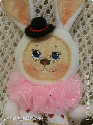 """Доброго времени суток всем, кто заглянул ко мне в гости!!! Сегодня я хочу показать ещё одного ушастика.... На этот раз я решила создать образ белого кролика из """"Алисы в стране чудес"""". фото 2"""