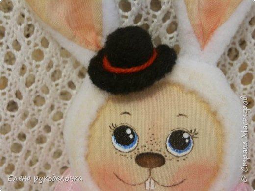 """Доброго времени суток всем, кто заглянул ко мне в гости!!! Сегодня я хочу показать ещё одного ушастика.... На этот раз я решила создать образ белого кролика из """"Алисы в стране чудес"""". фото 3"""