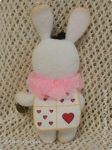 """Доброго времени суток всем, кто заглянул ко мне в гости!!! Сегодня я хочу показать ещё одного ушастика.... На этот раз я решила создать образ белого кролика из """"Алисы в стране чудес"""". фото 6"""