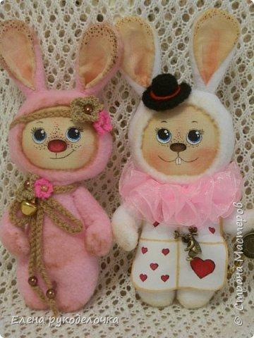 """Доброго времени суток всем, кто заглянул ко мне в гости!!! Сегодня я хочу показать ещё одного ушастика.... На этот раз я решила создать образ белого кролика из """"Алисы в стране чудес"""". фото 7"""