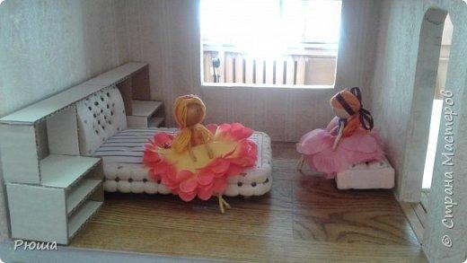 Здраствуйте, жители и гости страны мастеров. Вот уже две недели делаю кукольный домик. Работы еще много, но не удержалась, хочу показать то что получилось фото 2