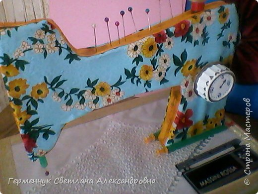 """Вашему вниманию представляю  шкатулку -  игольницу """"Швейная машинка"""".Она удобна тем,что все,что нужно для работы  кладем  в шкатулку. фото 38"""