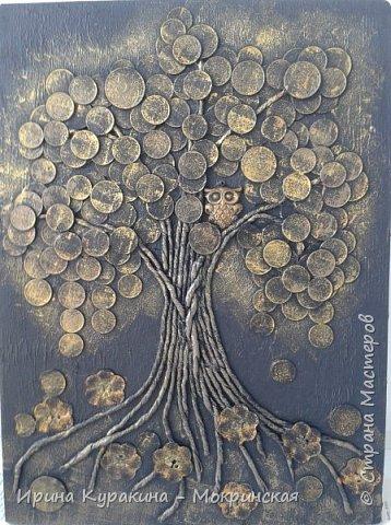 """Это талисман фен-шуй служит символом денежного благополучия семьи. Сова и денежное дерево, словно два магнита притягивают в дом достаток и капитал. Считается, что с этим прекрасно справляется денежное дерево, но его нужно постоянно охранять от недобрых взглядов """"доброжелателей"""". Сова в этом случае играет роль чуткого охранника, надежной защитницы, оберегая семейное богатство от разного рода посягательств. Ствол дерева выполнен в технике пейп-арт, я вдохновилась авторской техникой Татьяны Сорокиной и ее мастер-классом на сайте Страна мастеров (http://stranamasterov.ru/node/308701?tid=451 ) фото 1"""