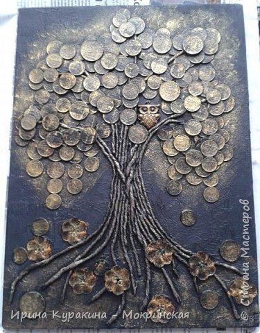 """Это талисман фен-шуй служит символом денежного благополучия семьи. Сова и денежное дерево, словно два магнита притягивают в дом достаток и капитал. Считается, что с этим прекрасно справляется денежное дерево, но его нужно постоянно охранять от недобрых взглядов """"доброжелателей"""". Сова в этом случае играет роль чуткого охранника, надежной защитницы, оберегая семейное богатство от разного рода посягательств. Ствол дерева выполнен в технике пейп-арт, я вдохновилась авторской техникой Татьяны Сорокиной и ее мастер-классом на сайте Страна мастеров (http://stranamasterov.ru/node/308701?tid=451 ) фото 10"""
