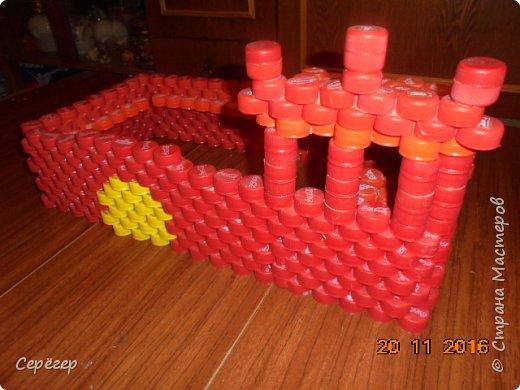 Крепость из крышек фото 1
