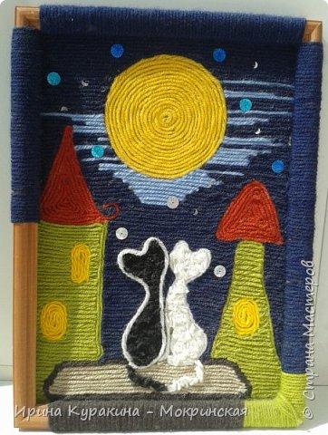 Ниткография – великолепная техника рукоделия. Еще можно встретить название «картина из нитей», «рисование с нитками». Эта техника позволяет создавать яркие картины без кисточки и красок, только с помощью нитей и клея. Рисование нитями поможет вам реализовать свой художественный талант в более простой форме. Изображение получается фактурное, объемное и завораживающее взор. Вашему вниманию предлагаются картины, выполненные мною в этой технике. И, как всегда, главное в них - это сова. Так как она является моим талисманом. Считается, что сова способствует развитию интуиции, помогает чувствовать направленные на человека негативные помыслы, угадывать намерения и мотивы действий других людей. Владельцу талисмана, изображения, сова так же помогает понять собственный характер, со всеми отрицательными чертами. Сова дарует проницательность и способность чувствовать обман. Вот почему у меня много изделий и поделок с изображениями совы. Вам необходимо следующие материалы: пряжа, клей Момент универсальный прозрачный и рамки.   фото 7