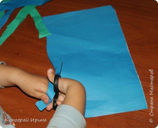 """Материалы: картон цветной (для """"моря""""), бумага цветная двухсторонняя (для """"волн""""), бумага для кораблика, ножницы, клей, фото 6"""
