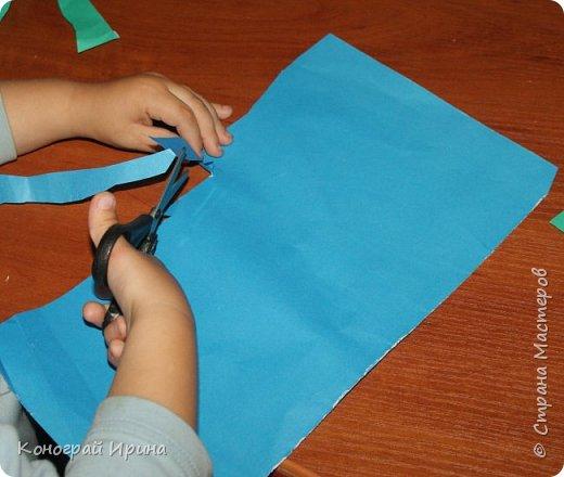 """Материалы: картон цветной (для """"моря""""), бумага цветная двухсторонняя (для """"волн""""), бумага для кораблика, ножницы, клей, фото 7"""